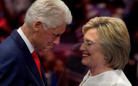 100092813_Democratic_presidential_candidate_Hillary_Clinton_stands_on_stage_with_husband_former_US_p-medium_trans++o88ejKHDTk6bXkPFMAlXNyhn2cHzMtCQpBdljh62tc0